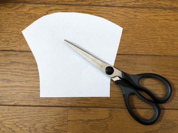 ひもなしマスクの作り方ー型紙を切る