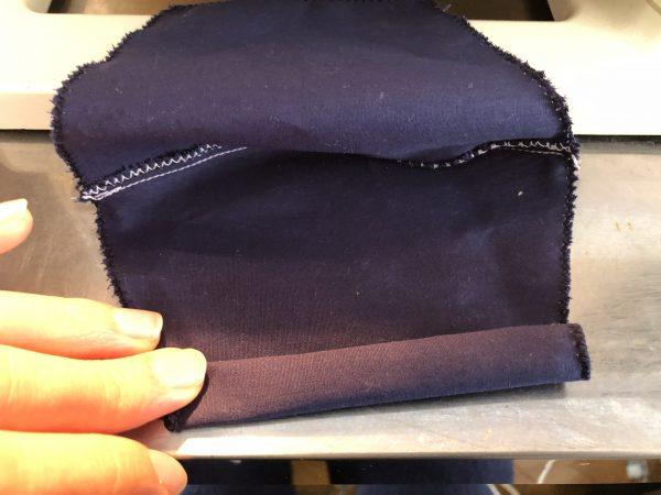 【型紙・手作り】ゴムひもなしマスクの作り方―表布の両サイドを縫う